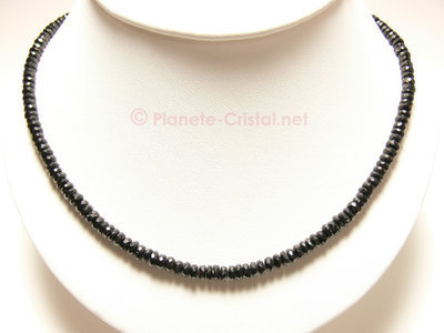 Collier de pierres fines en spinelle noir naturel